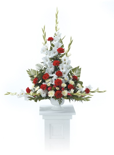 Red and white traditional table arrangement